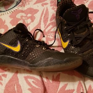 Kobe Bryant 9.5 shoes rare black mamba RIP Lakers